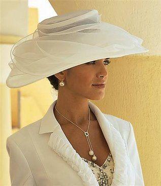 ♥Esta pamela es el complemento ideal para una ceremonia civil.