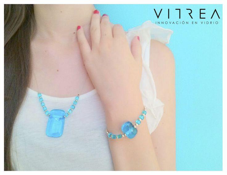 https://www.facebook.com/photo.php?fbid=666364056711700=a.526338624047578.139938.175652962449481=1 Juego de collar y pulsera en vidrio azul cielo , SHOP ONLINE