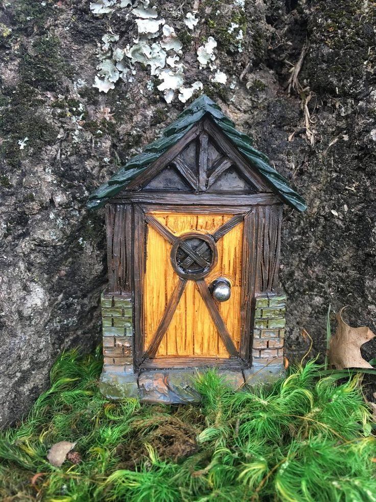 Woodcarve fairy doors a collection of other ideas to try for Gnome doors for trees