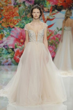 peach wedding dress by Galia Lahav #barcelonabridalweek http://weddingwonderland.it/2016/05/trend-abiti-da-sposa-2017.html