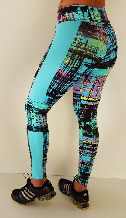 Legging fitness com recortes e detalhe lateral - Modelo Form