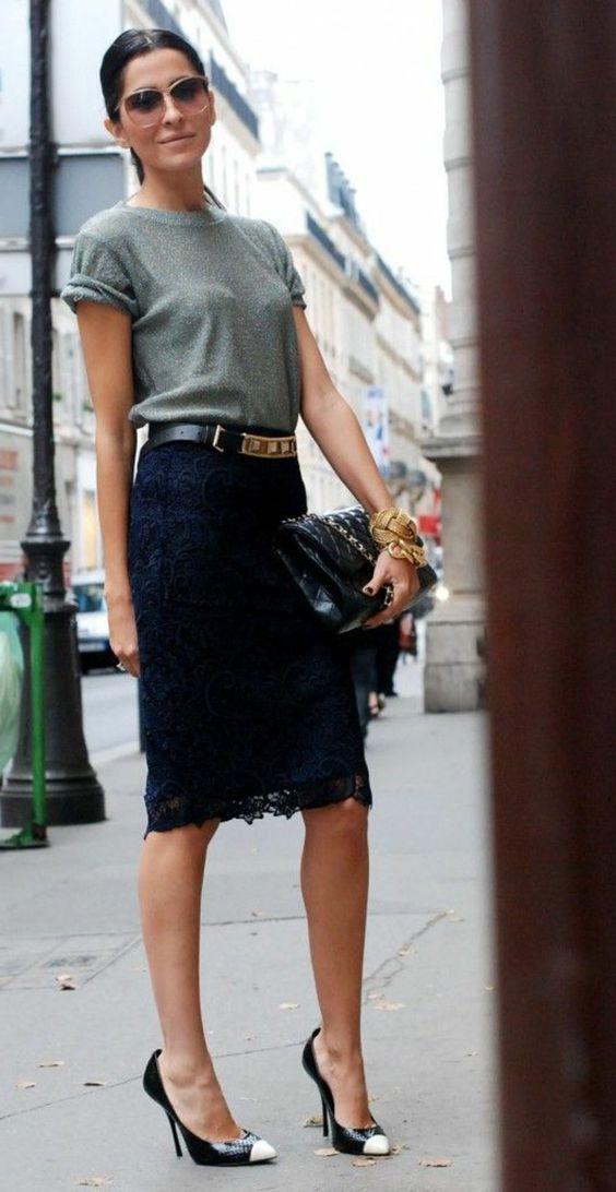 une femme élégante avec une jupe mi-longue en dentelle noire, femme avec lunettes: