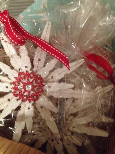 Being inspired by Eighteen25's glittered clothespin ornament, I decided to create some for myself and my craft show.  I've added glittered snowflakes from Michael's for centerpieces and added a rhinestone to give an extra sparkle.  I've packaged them in a clear party bag tied with matching ribbon to give as gifts. I purchased the rhinestones and party bags from Dollar General.