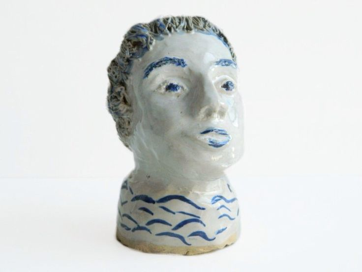 Tête de buste de poterie Studio construit à la main par CIVILIZEDMODERN sur Etsy https://www.etsy.com/fr/listing/130860652/tete-de-buste-de-poterie-studio