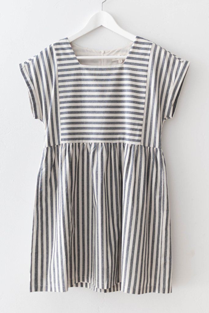 Fit and flare dress with short cuffed sleeves.Made with non-stretch woven cotton material,fully lined with stretchy knit material. Size small measures approx.