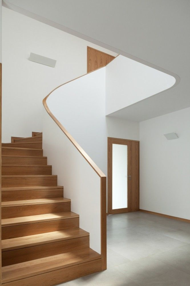 Wooden staircase. House in Águeda by nu.ma and unipessoal, lda.