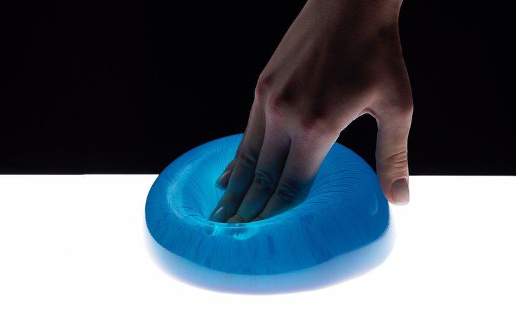Dank Gel-Pads und HighTech-Schaum passt sich das Technogel Reisekissen perfekt jedem Körperbereich an. Nackenschmerzen ade!