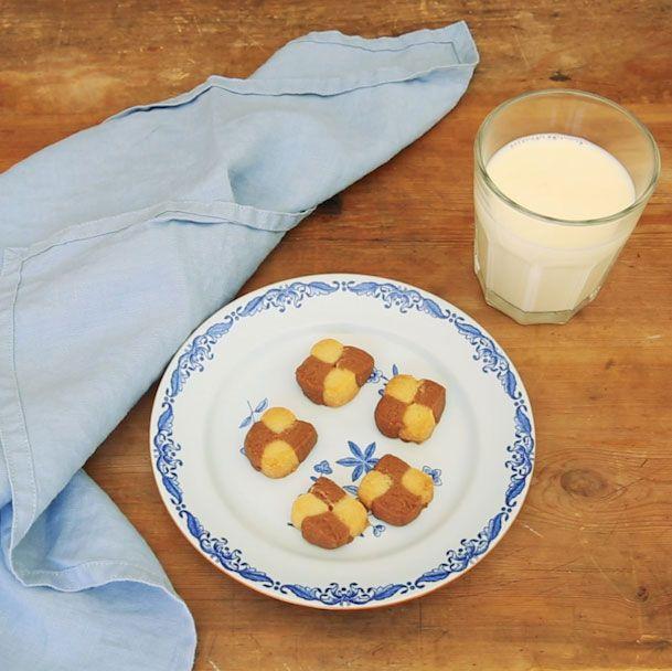 Sugen på en klassisk småkaka? Schackrutor är enkla att baka och blir väldigt gott till fikat. Här är ett klassiskt recept på den populära kakan.