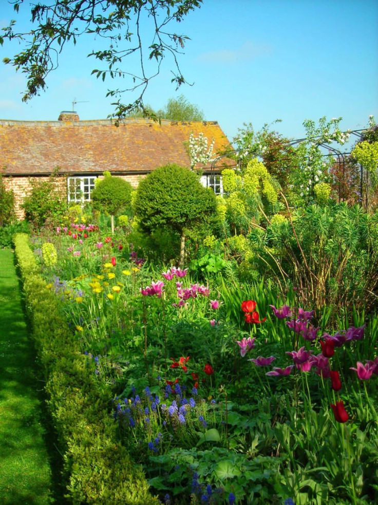 Rectory garden design in Wiltshire with Cotswold accents