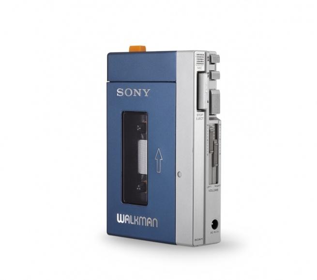 Sony  Walkman TPS-L2  1979  Museum für Kunst und Gewerbe Hamburg  photo: Roman Raacke