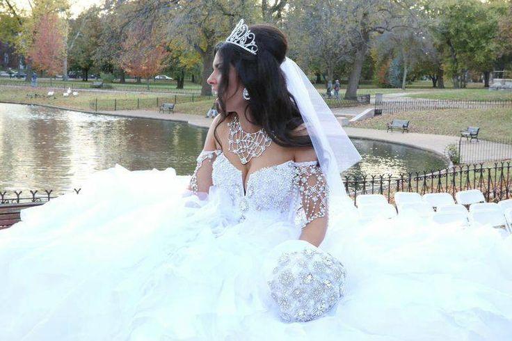 Sondra Celli 'Custom' size 10 used wedding dress - Nearly Newlywed