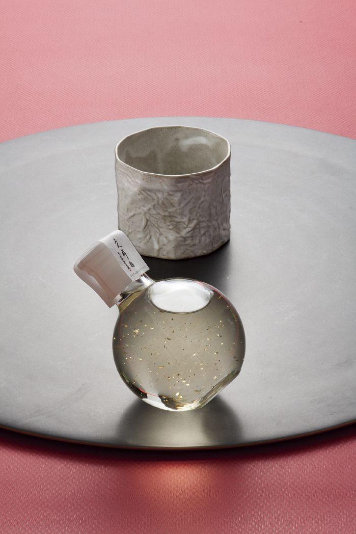 HARICOぐい呑み(白) & 日本酒『二人舞台』 純米吟醸酒(金箔入) 180ml