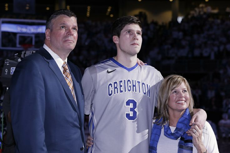Creighton's Doug McDermott, center, stands with his father, Creighton coach Greg McDermott and his mother Theresa,