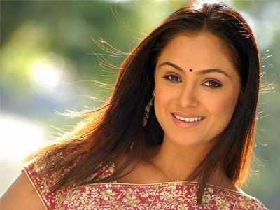 Simran comeback with 'Trish Illana Nayanatara'   http://www.apnewscorner.com/news/news_detail/details/8577/latest/Simran-comeback-with-Trish-Illana-Nayanatara.html