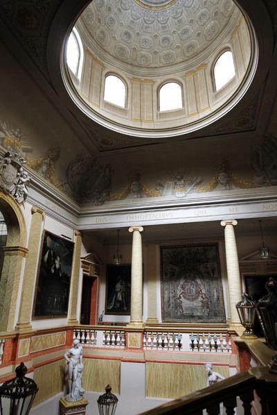 Palacio de Liria. Residencia de la Duquesa de Alba en Madrid. Escalera principal.