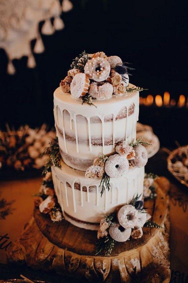 Boho-Chic-Hochzeitstorte mit Donuts an der Spitze und tropfender Zuckerglasur   – Torten