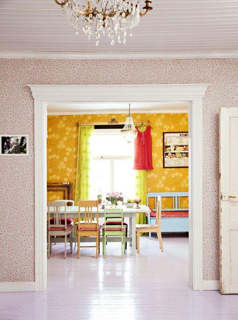 Keltainen talo rannalla: keittiö