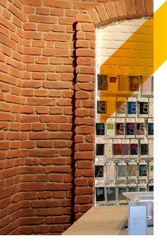 El ladrillo macizo de MSD en el interior de una tienda de móviles... queda genial!