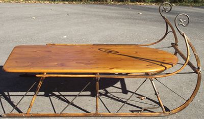 Sleigh coffee table love antiques pinterest sled coffee and tables Antique sleigh coffee table