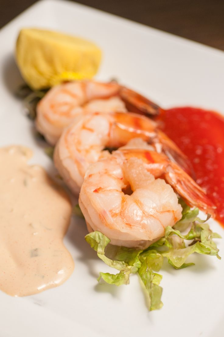 COLD JUMBO SHRIMP cocktail sauce and remoulade