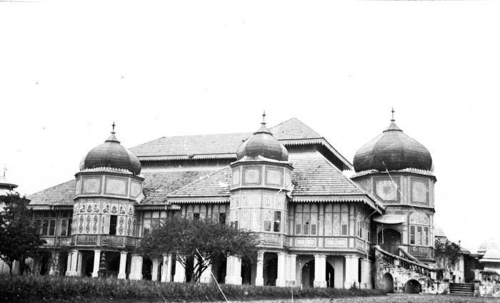 1918-1919 Istana 'Puri' from the 'Sultan of Deli', Medan
