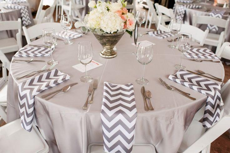 Deko-Inspirationen für die Hochzeit - miss solution Bildergalerie - Moderne Hochzeit in Colorado von Carly Mitchell // Hochzeitsblog miss solution