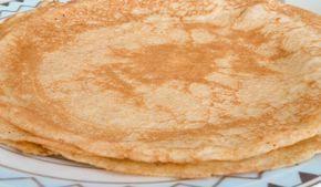 Maak je eigen eiwit pannenkoeken die laag zijn in koolhydraten. Door het toevoegen van kwark zullen de pannenkoeken minder droog en minder naar ei smaken dan de meeste eiwit pannenkoek recepten.