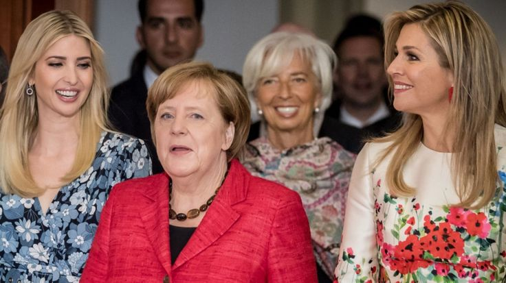 Mächtige Frauen müssen sich nicht länger als Männer verkleiden - in Berlin tragen sie Blumenkleider, siehe Trump, Lagarde, Máxima. Naht die Vollendung der weiblichen Emanzipation?