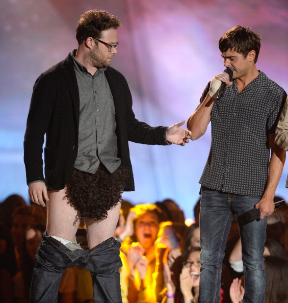 Zac Efron & Seth Rogen presenting at the MTV Movie Awards 2013