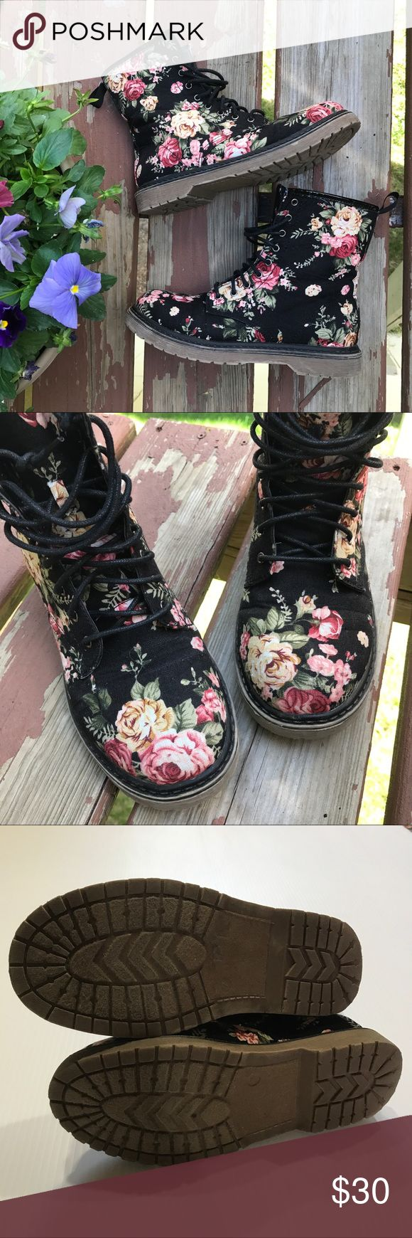 •Charlotte Russe• Floral Combat Boots, Size 7💐 Charlotte Russe brand. Women's size 7. In good condition! Pre-loved but no issues or odors. Still have a lot of life left. Cute as can be!💐 Charlotte Russe Shoes Combat & Moto Boots
