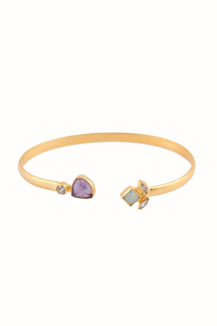 Elegante pulseras Liya con varias piedras semipreciosas.