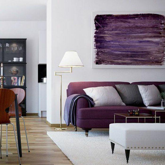 canapé de couleur prune, comment bien amenager le salon tapis beige canape violet