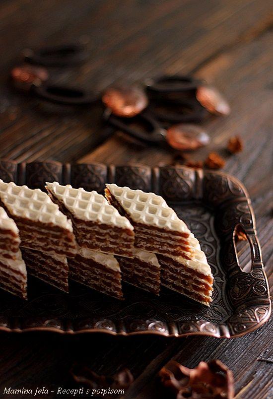 Sastojci    1 veće pakovanje oblatni    3 dcl. mleka   300 g. šećera   100 g. čokolade za kuvanje   250 g. maslaca ili margarina   300...