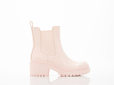 """CHELSEA BOOT BY MARC BY MARC JACOBS ($470) 2 1/2"""" heel, 1"""" platform. Leather upper and lining, and man made sole. Fits true to size, slightly long but also slightly narrow. Women's size US 8 (EU 38) insole measures at about 24.5 cm. Each whole size is 1cm difference. A MARC BY MARC JACOBS original. Women's shoe. Imported."""
