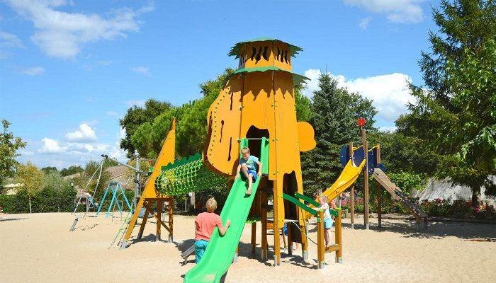 jeux enfants au camping Sequoia Parc à Saint-just-luzac http://bougerenfamille.com/camping-parc-aquatique-charente-maritime/