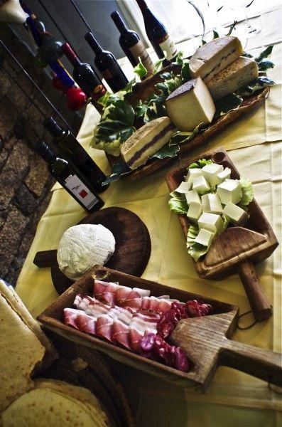 Santa Rughe Restaurant - Gavoi (NU), Sardinia - Italy      http://www.hotelsinsardinia.org/gastronomy/restaurants/mountain/