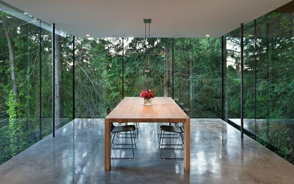 Wie sieht das moderne Esszimmer aus? - moderne esszimmer möbel holztisch stühle glaswände minimalistisch