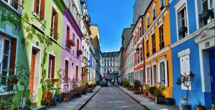 rue Crémieux (12ème)  relie la rue de Bercy à la rue de Lyon près de la coulée verte Rue-insolite-paris Notting Hill à Paris C'est un peu l'excentricité londonienne qui déboule à Paris.