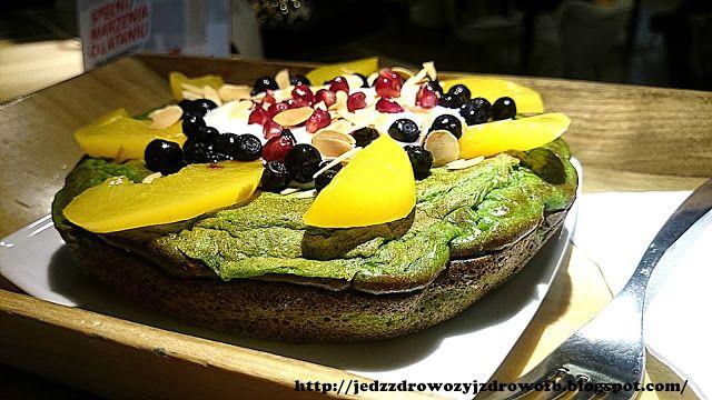 Podstawą szczęśliwego dnia jest dobry początek.. Porządna porcja białka wraz z owocami i szpinakowym omletem idealnie dostarczy wszystkie...