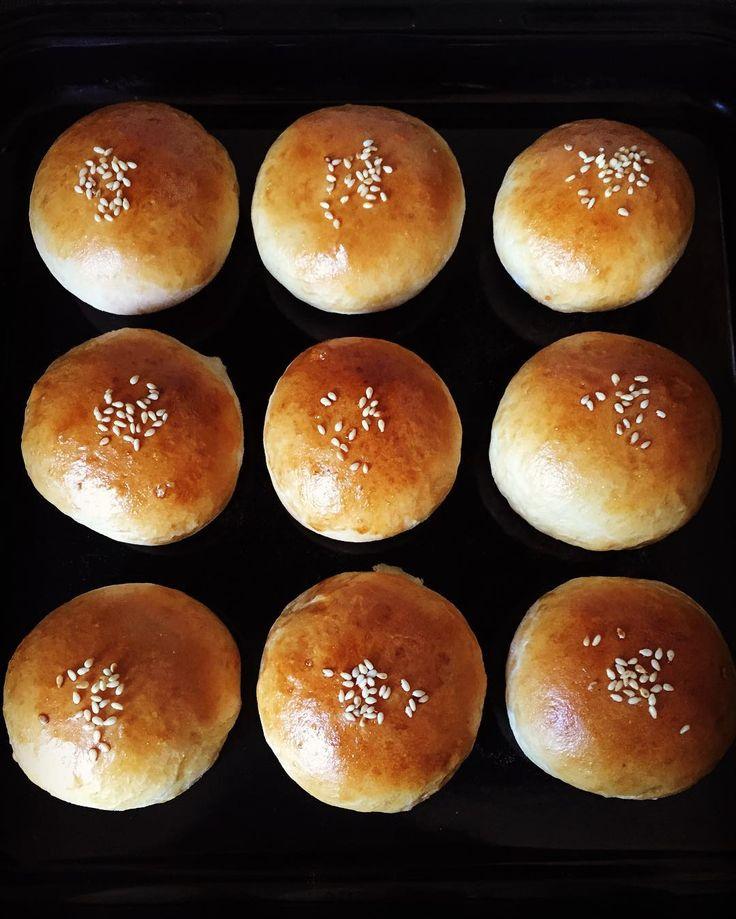 白あんパン おばあちゃんが白まめを柔らかくに過ぎたという事で 白まめとクリームチーズ混ぜて 白あんパン作ってみました #白あんパン#クリームチーズ#手作りパン#パン#あんこ#菓子パン#bread#休日の暮らし by miyuneba