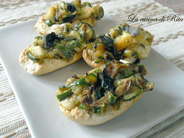 Bruschette con zucchine e provola