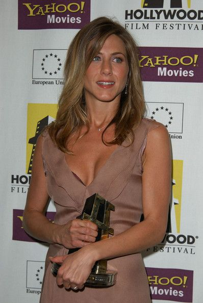 Jennifer Aniston HOLLYWOOD FILM FESTIVAL'S GALA CEREMONY AND HOLLYWOOD MOVIE AWARDS, BACKSTAGE. BEVERLY HILTON HOTEL, BEVERLY HILLS, CA. OCTOBER 7, 2002.