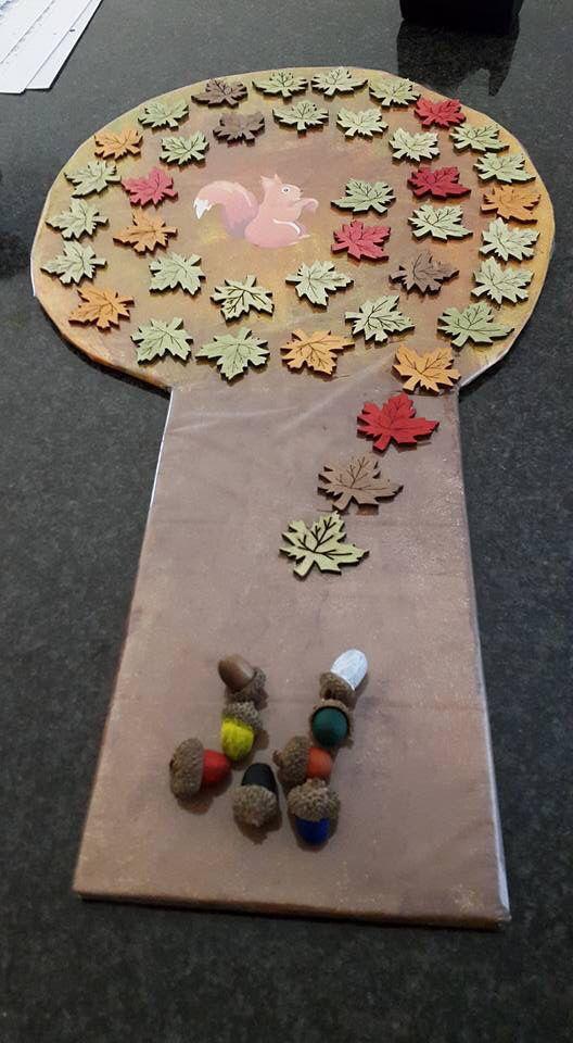 Herfstspel eekhoorn en boom