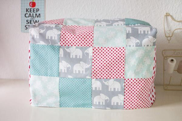 DIY Nähanleitung: Patchworkhaube für die Nähmaschine nähen // DIY sewing tutorial: patchwork cover for sewing machines via DaWanda.com