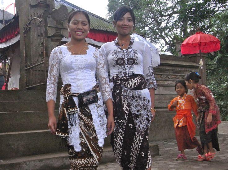 kebaya statements at Pura Pucak temple ceremony ... pure elegance....  #kebaya