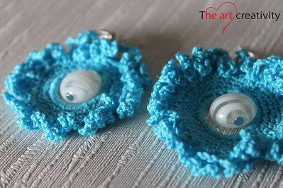 Orecchini a uncinetto azzurro con perla veneziana. #uncinetto #vetro #perla #azzurro #lotrovisuMissHobby #orecchini
