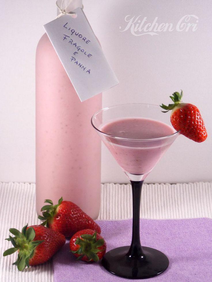 liquore alle fragole e panna fatto in casa, perfetto come digestivo ma anche sul gelato, sulla frutta o per bagnare torte e pan di spagna