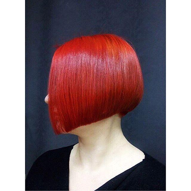 Сейчас большинство модниц решаются состричь свои длинные косы ради стильной стрижки - боб каре 💇🏻Если вы решились на такой шаг , мы ждём Вас в