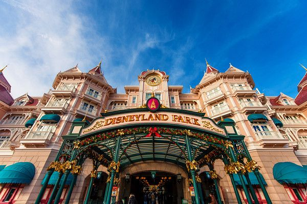 Best Disneyland Paris Attractions & Ride Guide - Disney Tourist Blog