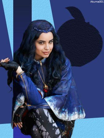 Descendants Evie (Sofia Carson) daughter of Raven Queen I MEAN the Evil Queen (Kathy Najimy).